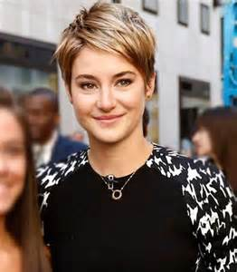 short messy pixie hairstyle for women