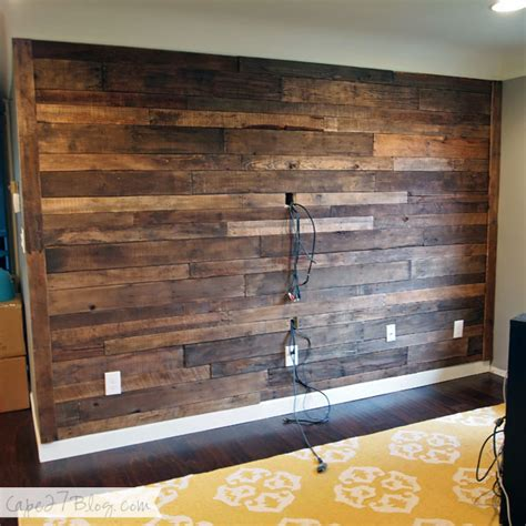 20 DIY Pallet Wall Cape 27