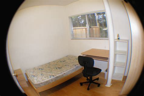 400 AND UP ROOM for RENT in SURREY BC Utilities all