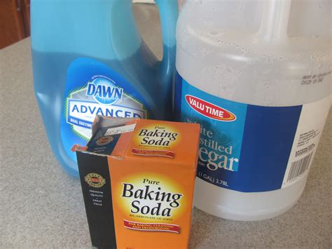 CLEAN WITH VINEGAR BAKING SODA GREEN CLEANING