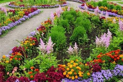 33 Beautiful Flower Beds Adding Bright Centerpieces to