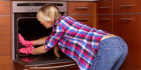7 Devastating Confessions From a Cleaning Cosmopolitan