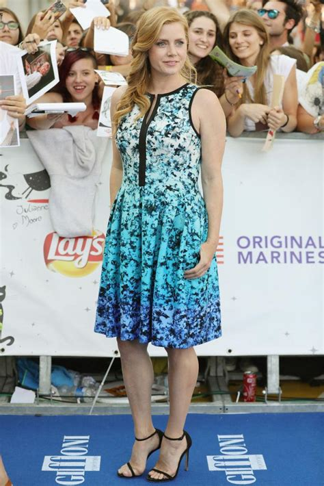 Amy Adams Hits the Blue Carpet Wearing a 51 Dress