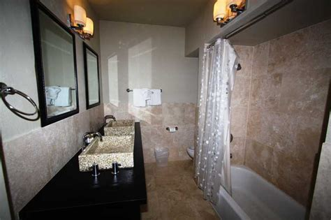 Beautifully Remodeled This 3 bedroom 3 bathroom Condo