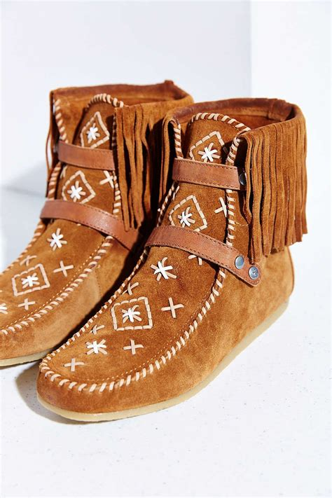 Best 25 Moccasins ideas on Pinterest Moccasin boots