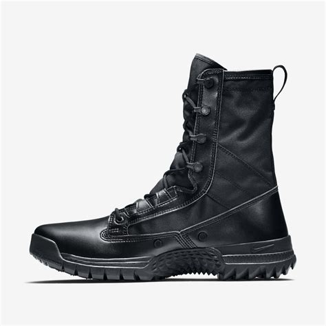 Boots SFB Snowboarding Sneakerboots Nike
