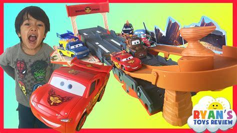 CARS Lightning McQueen Transforming Drift Race Track