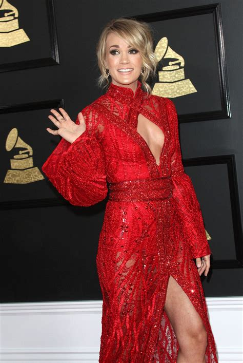 Carrie Underwood 2017 CMT Awards red carpet Pictures
