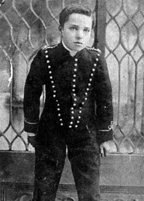 Charlie Chaplin Biography life childhood children