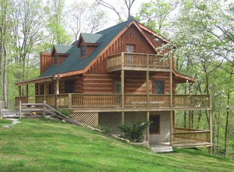 Cozy Dog Log Cabin in Brown County Indiana on 8 acres
