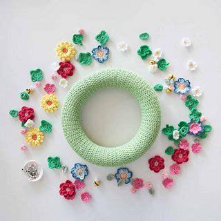 Crochet Flowers Bees Wreath pattern by Mandy O Sullivan