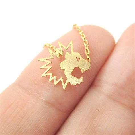 Cute and Simple Lion Face Shaped Charm Necklace in Gold