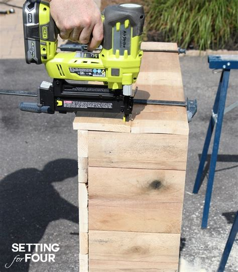 DIY Pallet Bar Instructions to Make Setting for Four