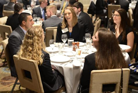 Dining etiquette rules for business professionals