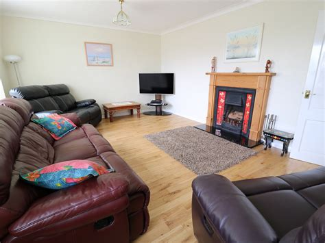 Ewyn Y Mor Cemaes Bay Cemaes Self Catering Holiday
