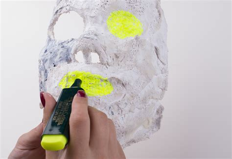 How to Make a Carnival Mask 12 Steps with Pictures