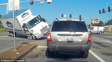 Lowe s truck filmed flipping over in Missouri Daily Mail