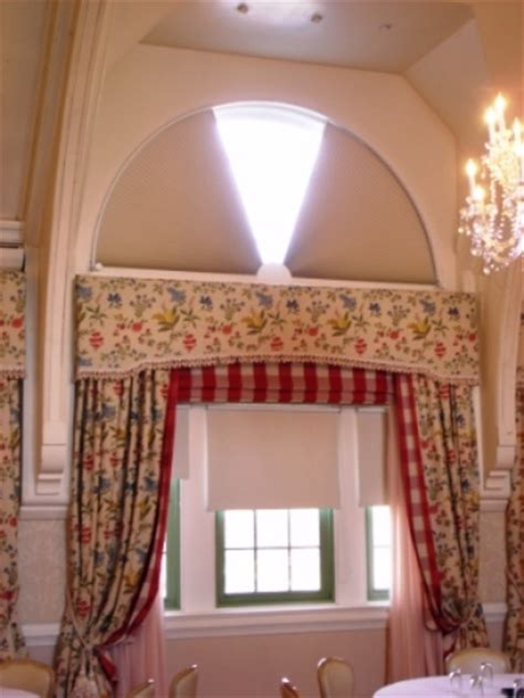 MOVEABLE ARCHED WINDOW TREATMENTS ADJUST A VIEW