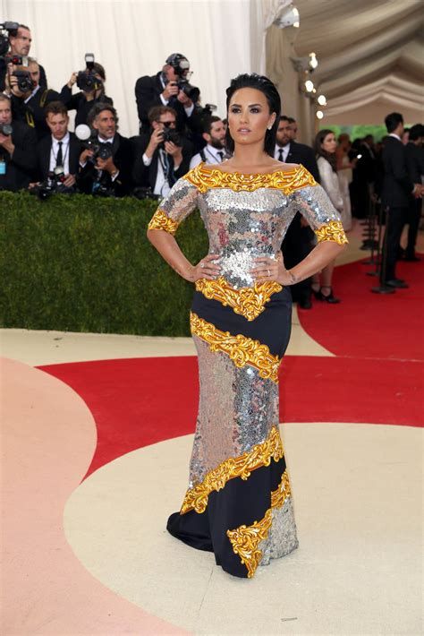 Met Gala Red Carpet Arrivals The New York Times