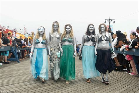 More than 3000 show at Coney Island for the mermaid parade