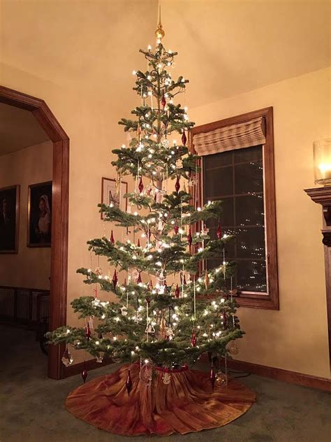 Old Fashioned Christmas Tree Decorations