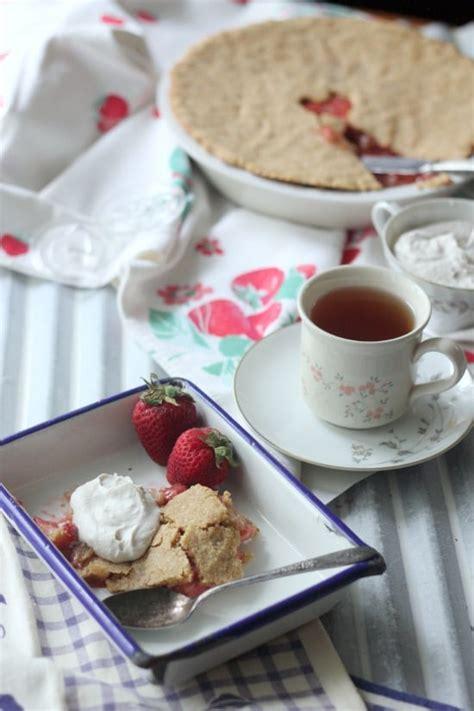 Paleo Strawberry Rhubarb Pie grain free refined sugar
