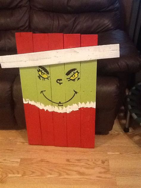 Pallet Holiday Decoration D G Gardens and Crafts