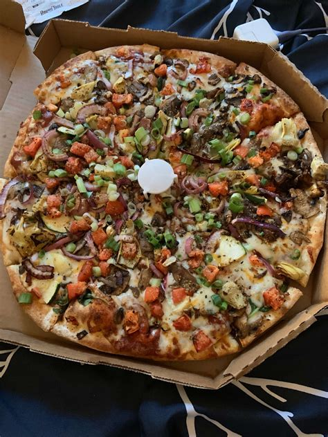 Pizza Delivery Pickup Online Ordering Round Table Pizza