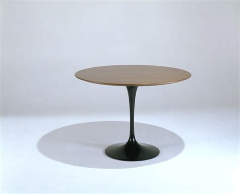 Saarinen Dining Table 42 Round Knoll