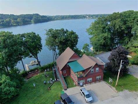 Sandy Beach Accessible Knotty Pine Lodge w VRBO