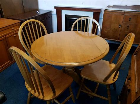 Solid Maple Kitchen Table with 2 leaf extensions and 4 chairs