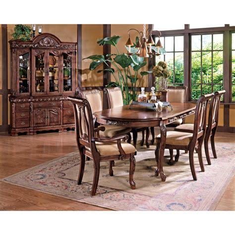Steve Silver Harmony Traditional Cabriole Leg Dining Table