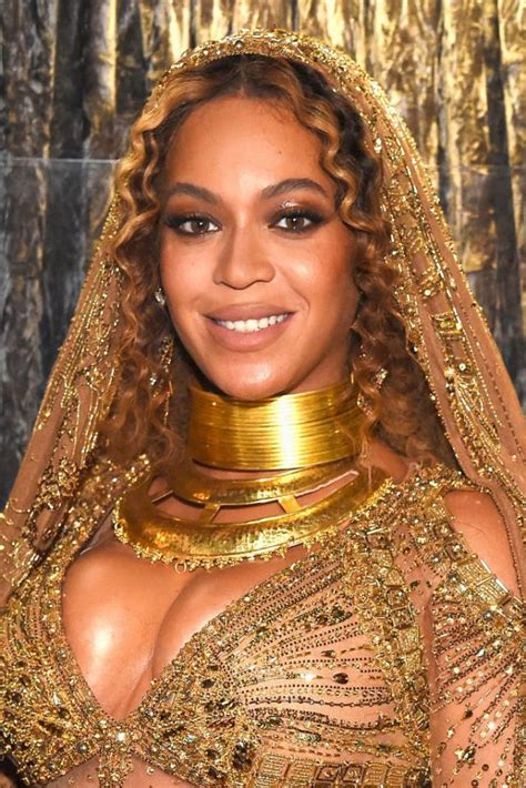 The Buzziest Beauty Looks From The 2017 Grammy Awards ELLE