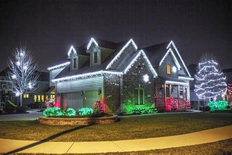 Tips For Hanging Christmas Lights Outside