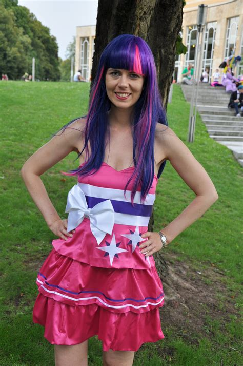 Twilight Sparkle Equestria Girls Cosplay Costume 4 Steps