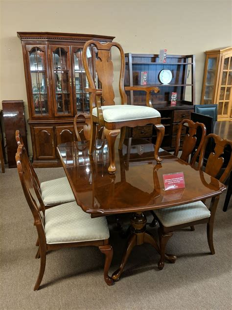 Two Chairs Buy or Sell Dining Table Sets in Ontario