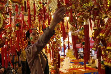What countries cultures celebrate the lunar new year