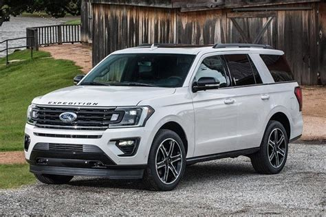 10 Ford Expedition Competitors to Consider