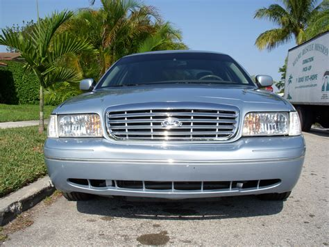 2003 Ford Crown Victoria Owners Manual