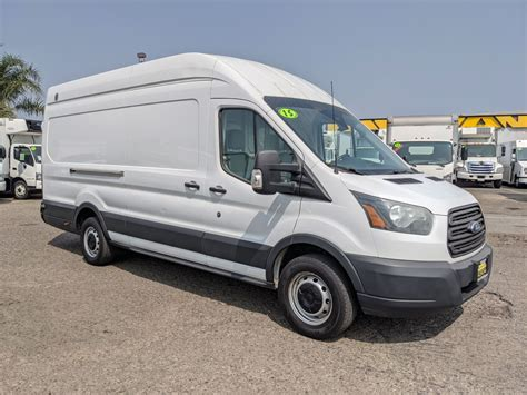2005 Ford Transit-350 Cargo Owners Manual
