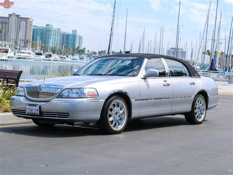 2011 Lincoln Town Car Owners Manual