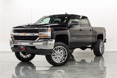 2017 Chevy Silverado LT Owners Manual