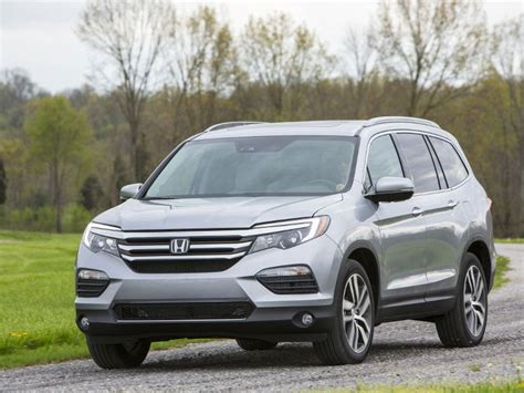 2018 Buick Enclave vs. 2018 Honda Pilot: Which Is Best?