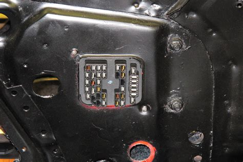 72 mustang fuse box plug