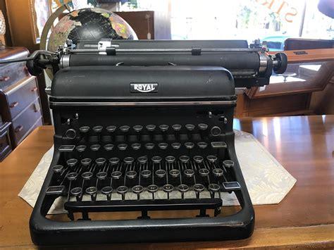 Vintage Royal Manual Typewriter (ePUB/PDF)